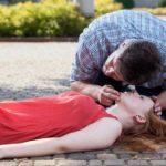 Erste Hilfe bei verschluckter Zunge – schnell, richtig handeln und Leben retten